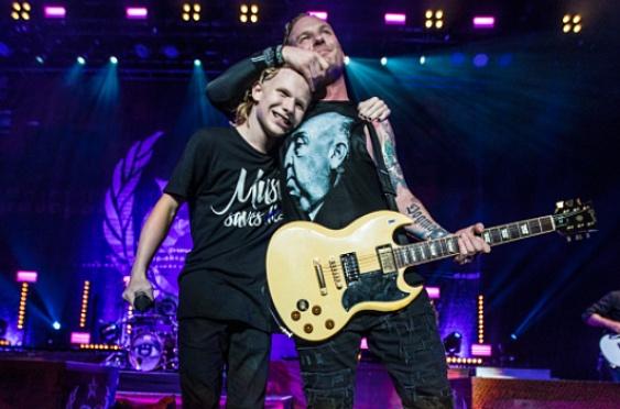 На фото: Кори Тейлор с сыном