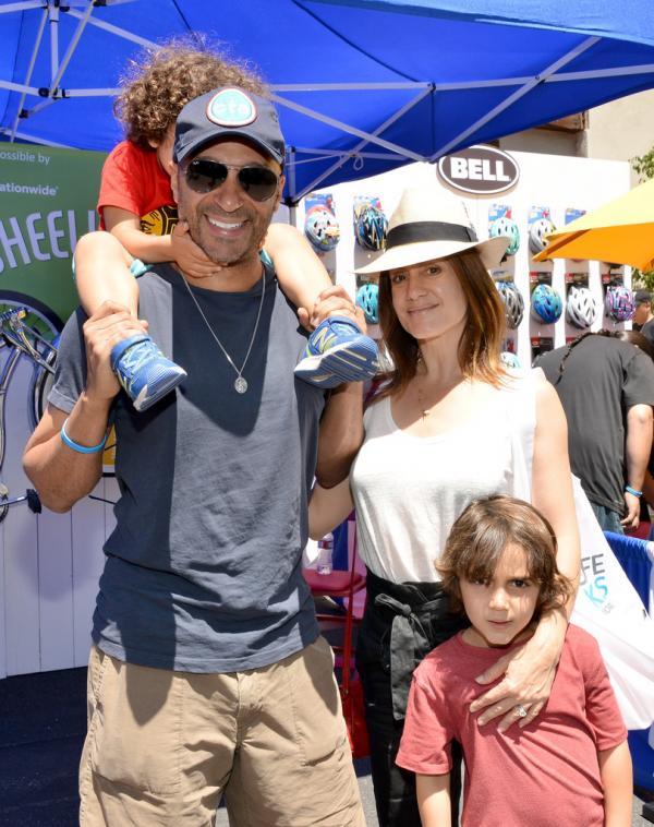 Том Морелло с женой и детьми